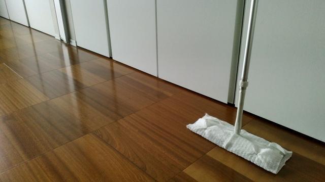 床と掃除道具