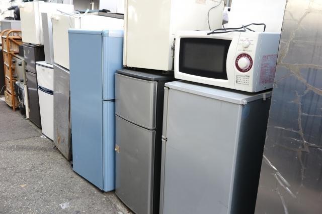 廃棄前の並べられた電化製品