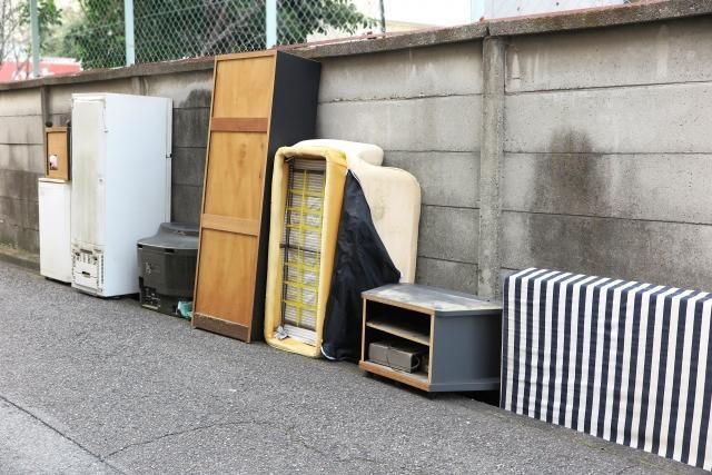 廃棄された家電製品