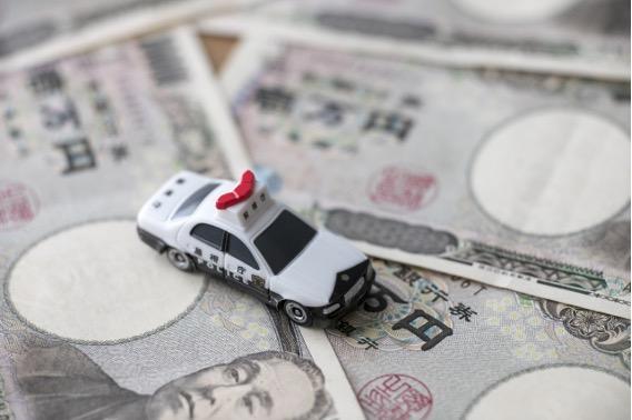 パトカー 一万円札