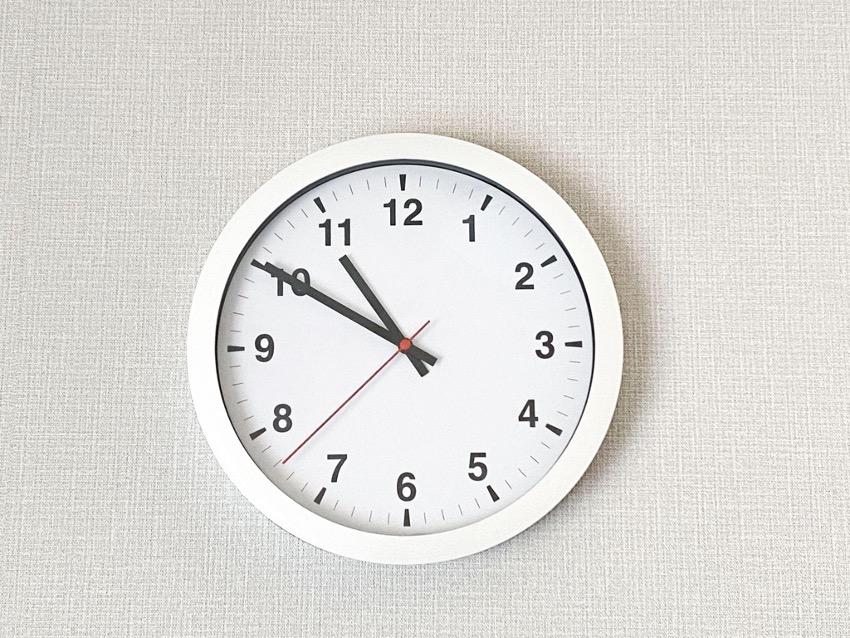 壁掛け時計 白い壁