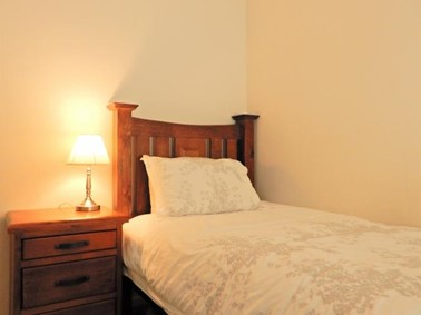 寝室 ベット 証明