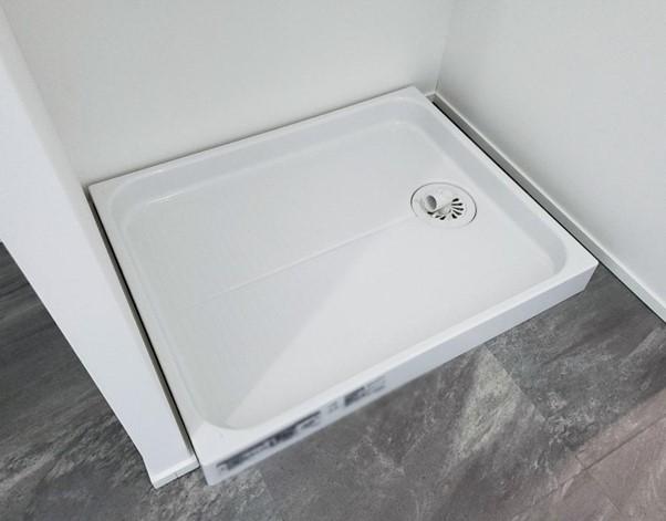 洗濯機置き場 白い壁 大理石模様