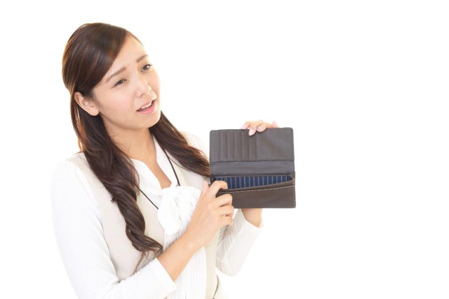 女性 空の財布